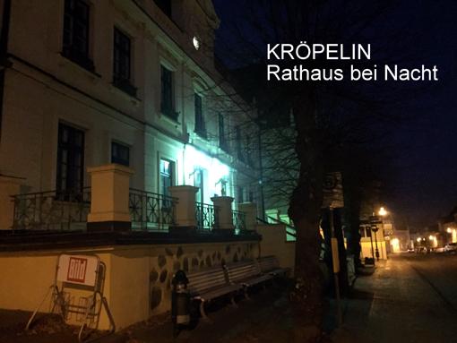 internet-kroepelin-rathaus-bei-nacht-2016